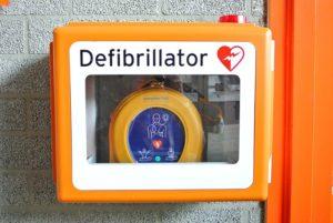 Defibrillator von HeartSine der öffentlich zugänglich ist.